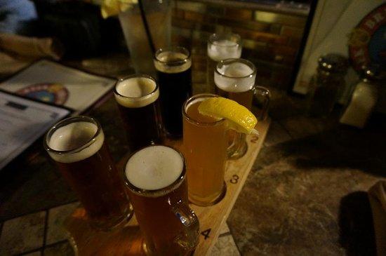 Oak Creek Brewery & Grill: セドナ地ビール7種セット