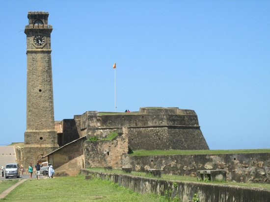 Clock Tower : Стена вокруг башни