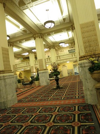Embassy Suites by Hilton Portland - Downtown: Lobby