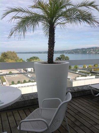 Hotel N'vY: vue de la suite sur le lac