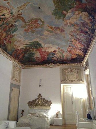 Palazzo Tolomei Residenza d'Epoca: フレスコ画があるスイートルーム