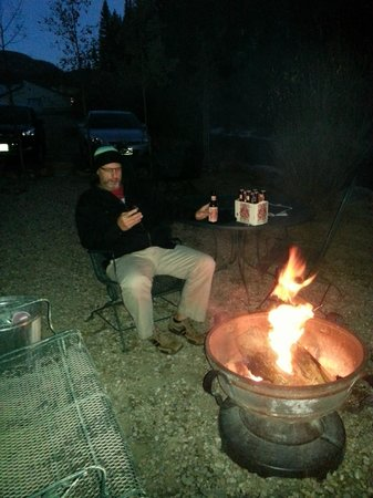 BEST WESTERN Rivers Edge: Enjoying the fire