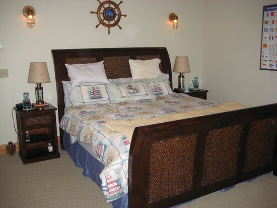 A Lighthouse on Hammersley Bed and Breakfast: Captain's Room