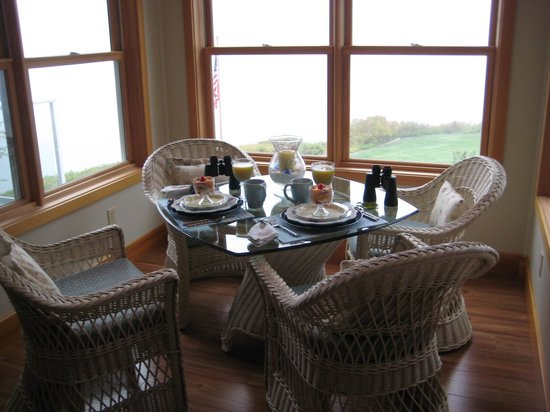 A Lighthouse on Hammersley Bed and Breakfast: Private Breakfast Room