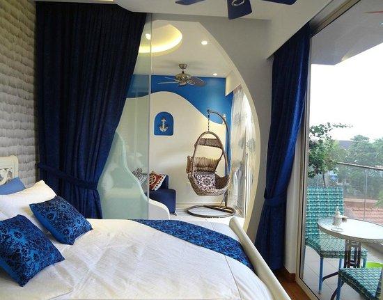 Canaan Suite: 主卧室希腊风格公寓,附有阳台
