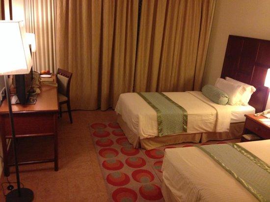Hulhule Island Hotel: guest room
