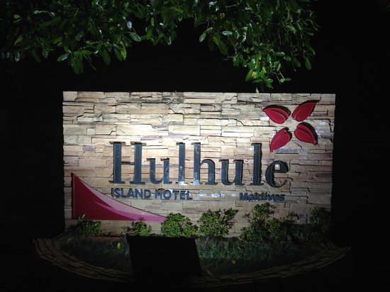 Hulhule Island Hotel: trade sign