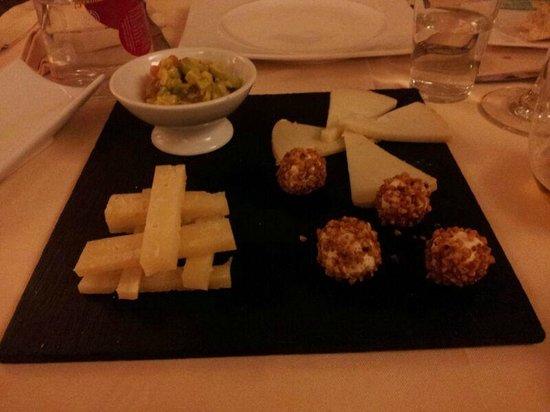 Restaurante-Taperia ANTIQUE: Quesos de Úbeda con aguacate