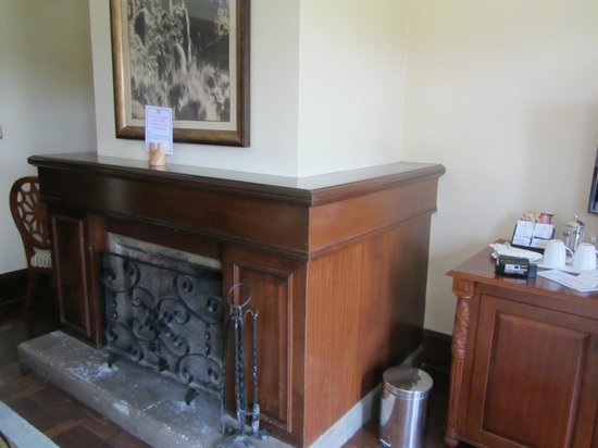 Fairmont Mount Kenya Safari Club: fireplace