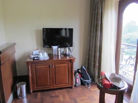 Fairmont Mount Kenya Safari Club: room TV