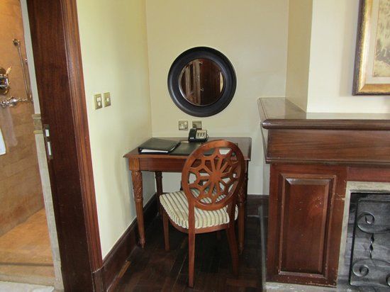 Fairmont Mount Kenya Safari Club: inside room