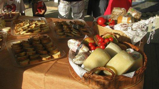 Hotel Baltic: Degustazione settimanale di prodotti tipici