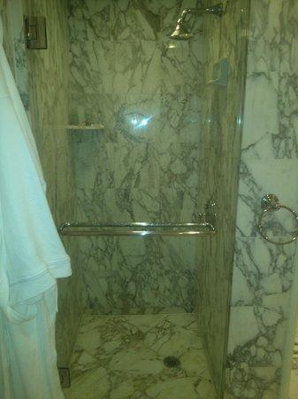 Eau Palm Beach Resort & Spa: bathroom