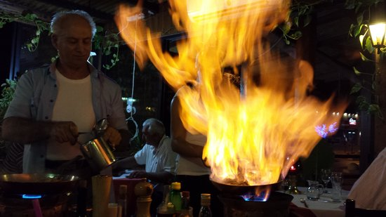 Flambe Master Restaurant: Flambe cooked at the table