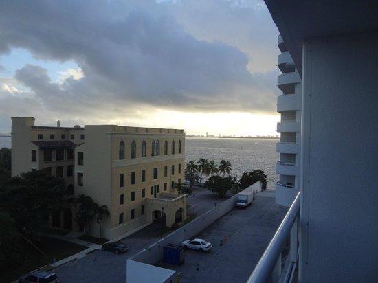 Doubletree by Hilton Grand Hotel Biscayne Bay: Vista Balcon