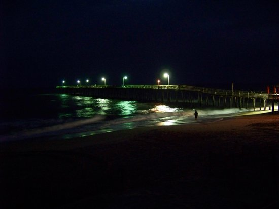 Colonial Inn : the pier pre-dawn