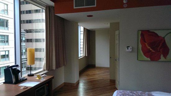 La Quinta Inn & Suites Chicago Downtown: The room