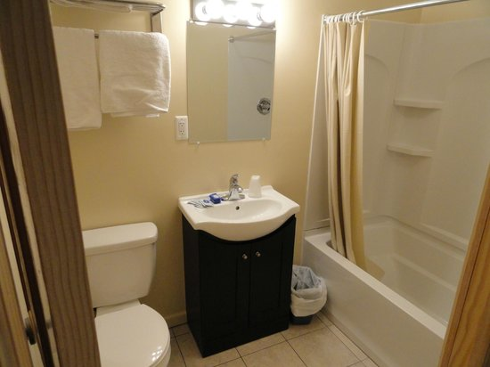 Anchor Motel: Suite Bathroom