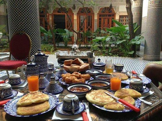Riad Les Chrifis: Petit dejeuner marroquaine