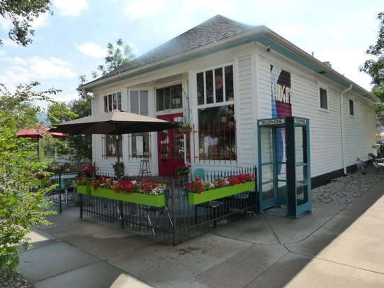 Shuga's Restaurant: A neat little old house