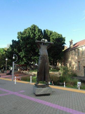 Art Gallery of Western Australia: 天に向かって叫ぶ銅像