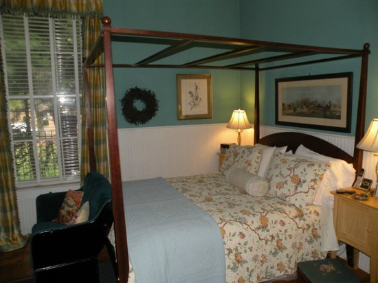 Inn at Woodhaven: Hearth Room