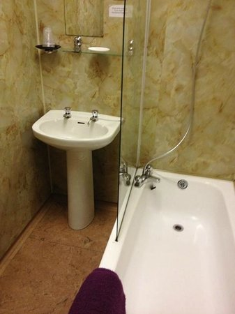 The Carlton: Bathroom