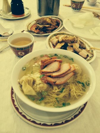 Ma Bo: Wonton Soup with side dishes of pork and duck with Oolong Tea