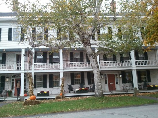 Grafton Inn: The main Inn... beautiful!