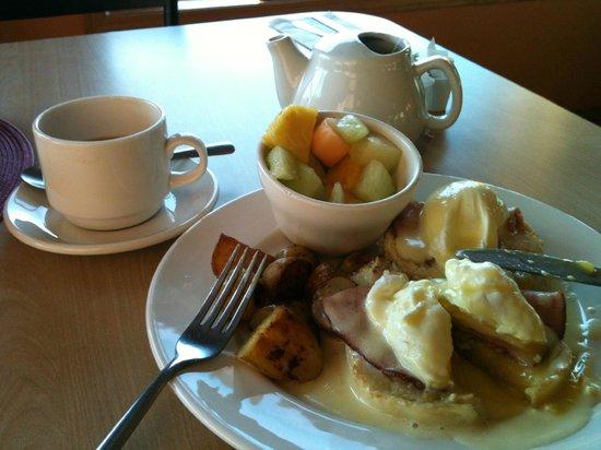 Bayside Bed & Breakfast: 自慢のふわふわオムレツ