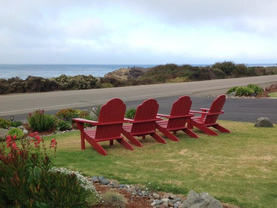 Castle Inn : Adirondack chairs on the lawn for amazing view