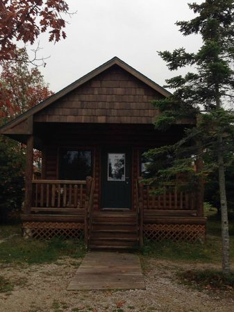 Mackinaw Mill Creek Campground: Cabin that sleeps six, with bathroom