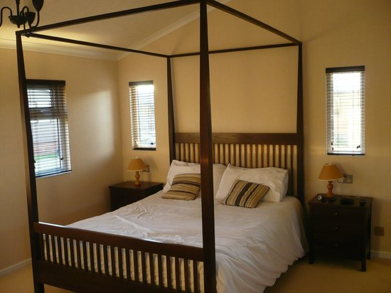 A short walk picture of ribblesdale park gisburn for Short four poster bed