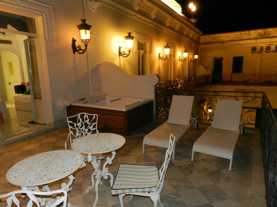 Luxury Villa Excelsior Parco: Balcony at night