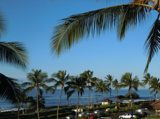 Sheraton Kauai Resort: View from our room (partial ocean view - bldg 3 floor 4 - room 3404)