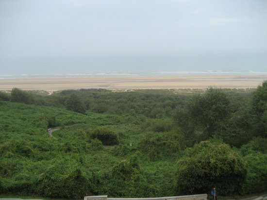 Private Tours Paris: View of the serene beach from the American Cemetery overlook