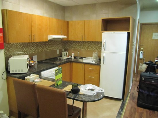 Al Khoory Hotel Apartments: Kitchen Area