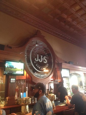 Mother's Tavern: plenty of TVs for the game