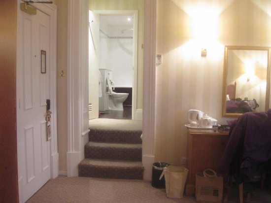 Hallmark Hotel Bournemouth Carlton: Up to Bathroom