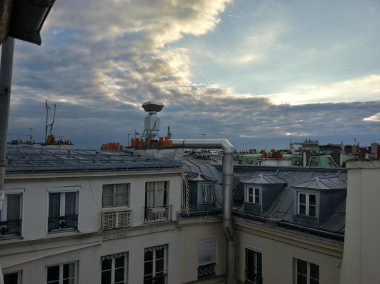 New Hotel Roblin La Madeleine: Rooftop view of Paris from our room