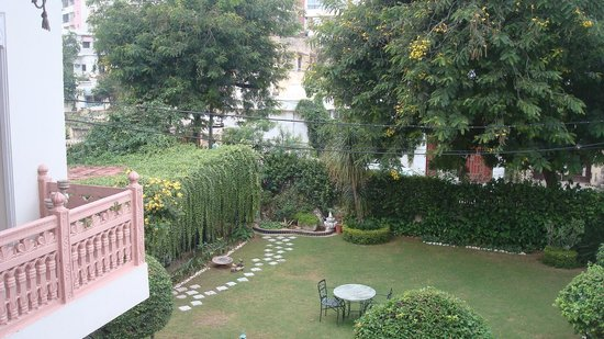 Rawla Rawatstar: Courtyard