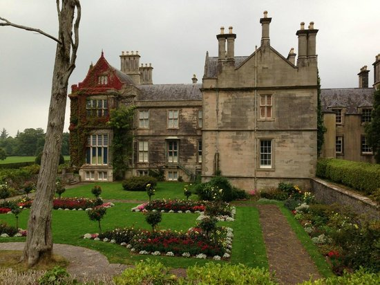 Muckross House, Gardens & Traditional Farms: View of the back of Muckross House with gardens