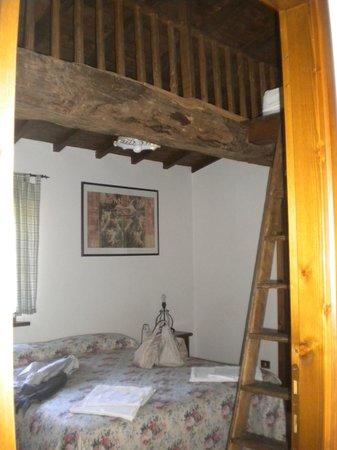 camera con soppalco - Picture of Agriturismo Manzoni, Perugia ...