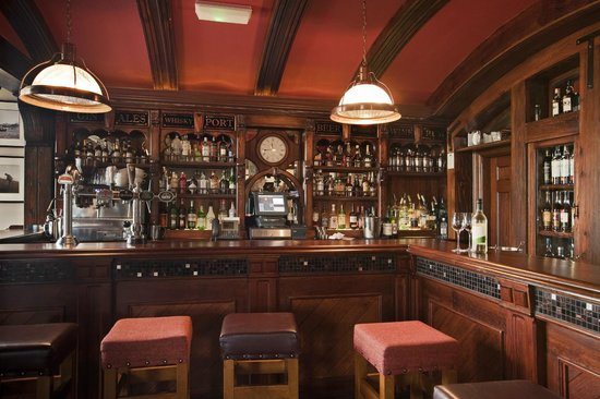 The Old Clubhouse : Pub Interior