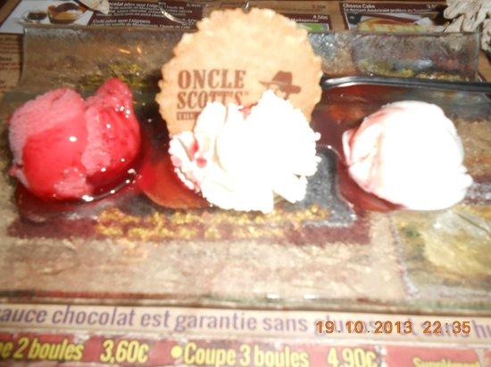 Oncle Scott's: Fraise senga, boule de glace au fromage blanc