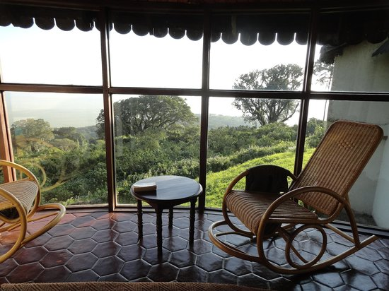 Ngorongoro Sopa Lodge: The sitting area in the room