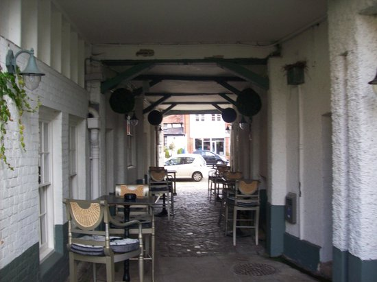 The Spread Eagle Hotel: Hotel entrance