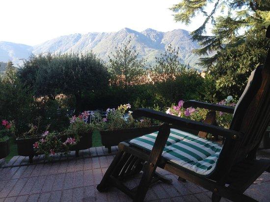 Masia del Montseny Hotel: El jardín del hotel es un lugar ideal para relajarse con un libro.