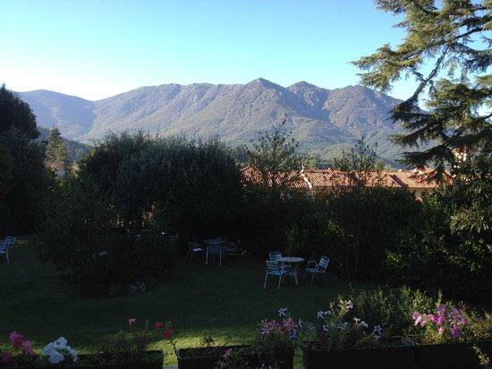Masia del Montseny Hotel: Preciosas vistas en el jardín del hotel.