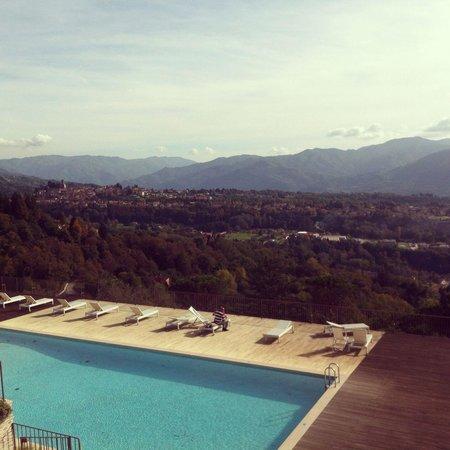 Renaissance Tuscany Il Ciocco Resort & Spa: La vista dalla piscina